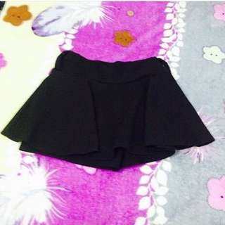 black mini skirt with short support