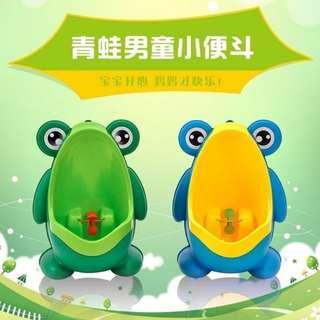 笨笨小舖~新一代(可站立)四腳青娃 寶寶小便斗 兒童青蛙小便斗 小便訓練器 馬桶 男童小便器 學習尿尿 尿盆尿斗