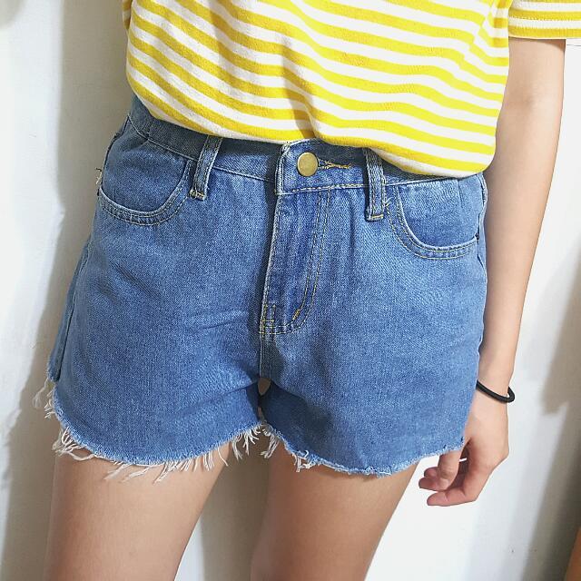 (降價)不修邊淺藍牛仔短褲