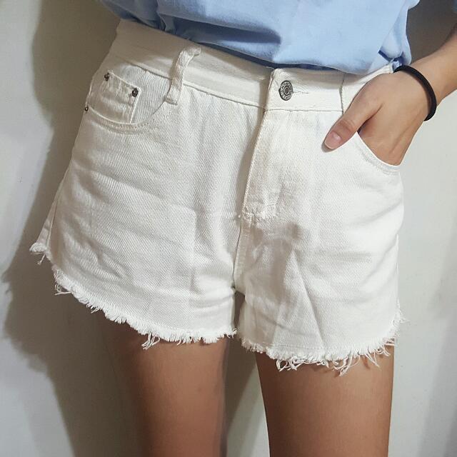 (降價)不修邊白色短褲