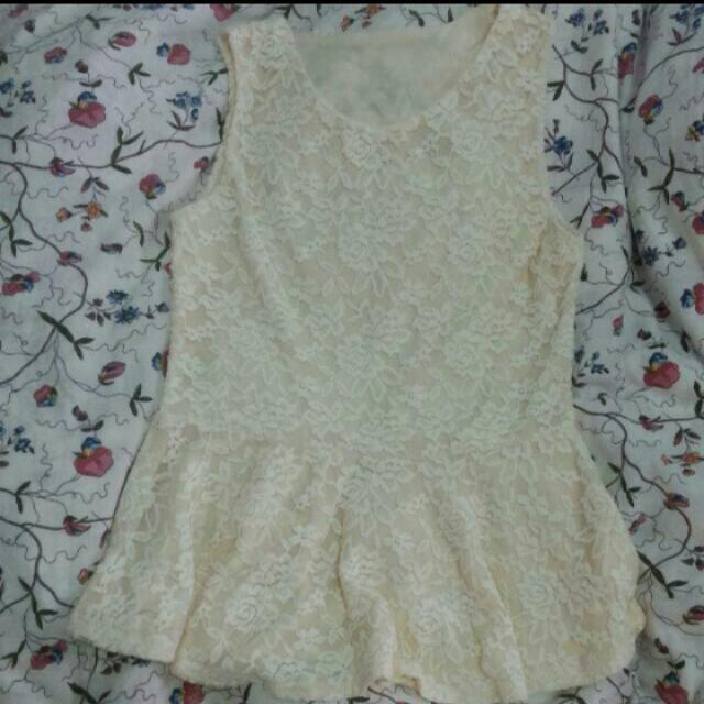 韓國米色蕾絲上衣