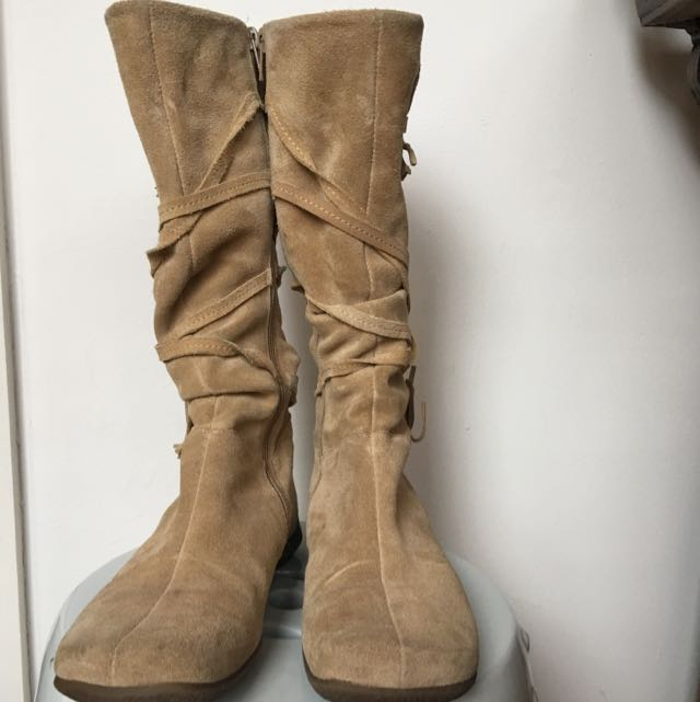 Beige Suede Boots With Tassel
