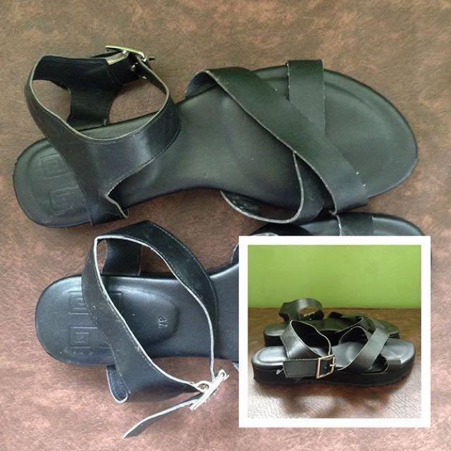 Hue Manila Sandals