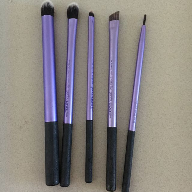 real technique eyeshadow brush set