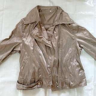 金銅色短版薄風衣外套
