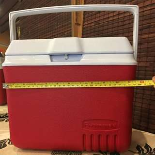 Rubbermaid Cooler Box