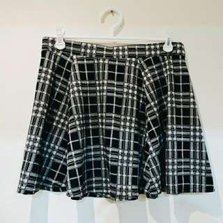 B/W Tartan Skirt || 16