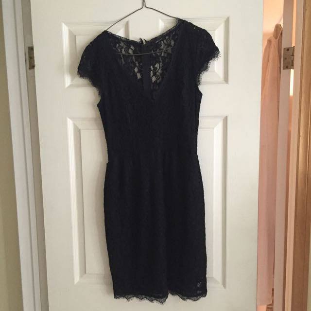 Babaton Size 4 Black Lace Dress