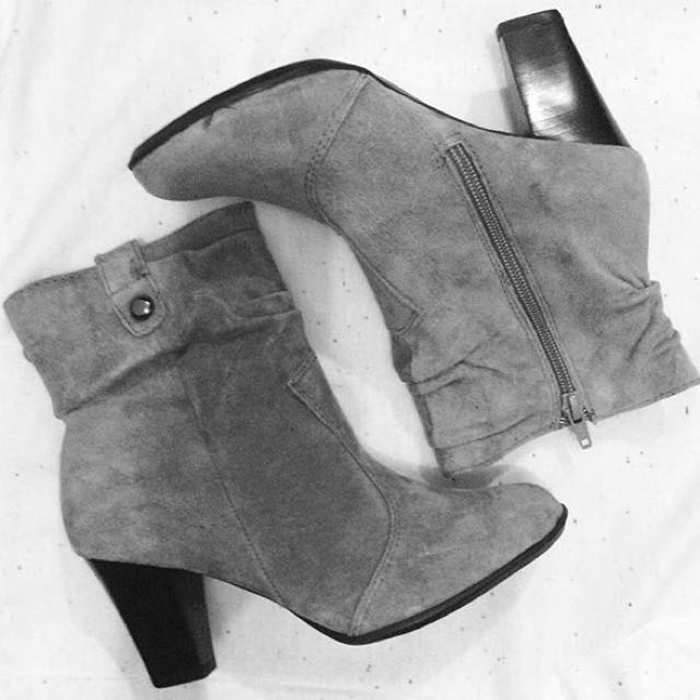BASS Gray Suede Boots