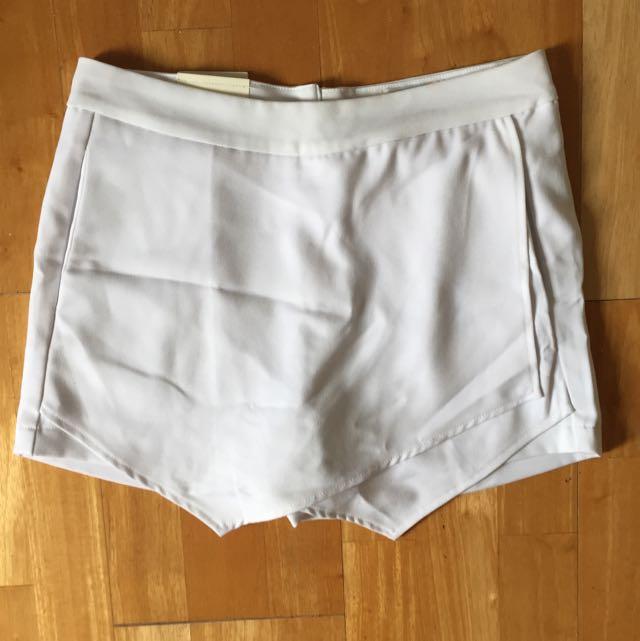 BNWT white Skorts