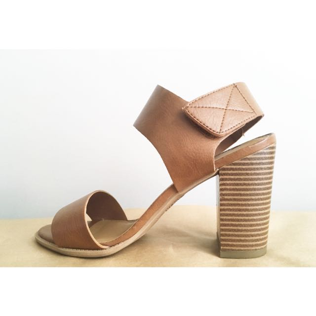 Fioni Block Heel Women's Sandals in Tan, Sz 8w