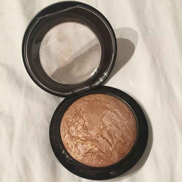 Reserved* MAC Mineralize Skinfinish In Global Glow