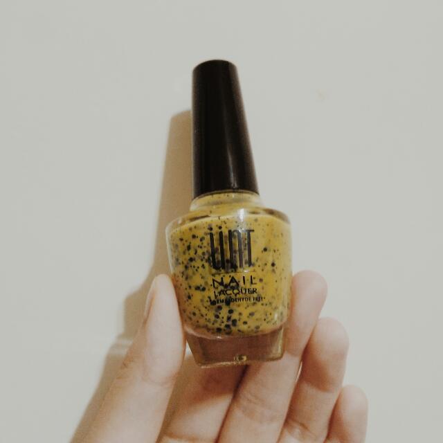 UNT 顫慄傳奇 指甲油 黃
