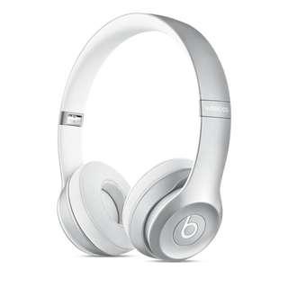 保固至明年 Beats Solo 2 無線耳罩式耳機 - 銀色