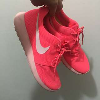 *NEED TO GET RID ASAP* Pink Nike Roshes