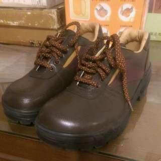 Tonya防刺安全鞋24.5公分