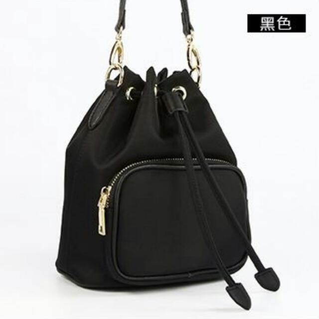 簡約時尚 部落客 推薦款 韓國尼龍水桶包 黑色