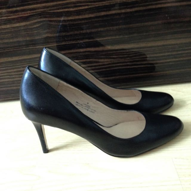 Black leather pumps (Town Shoes, Retail: $135
