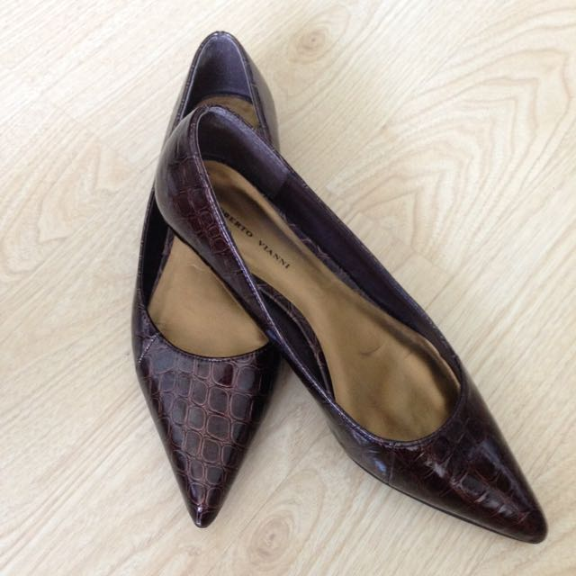 Brown faux crocodile kitten heels