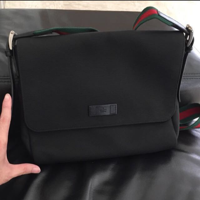 d3a616b7d87c Gucci Black Techno Canvas Messenger Bag, Men's Fashion on Carousell