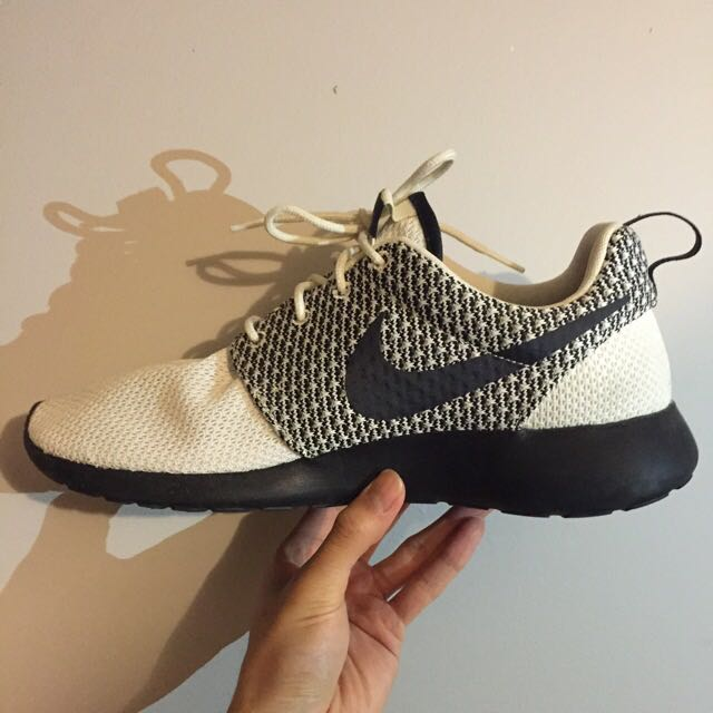 Nike Roshe Run Size 9