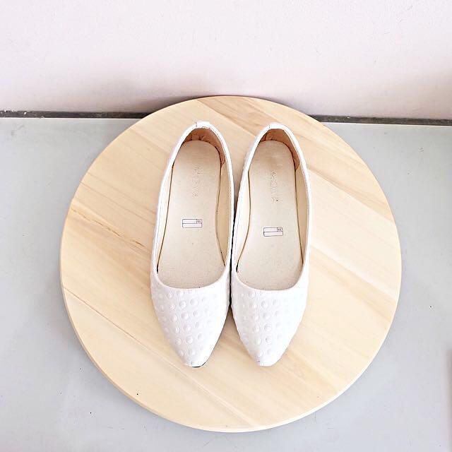 White Flat Shoes Size 39