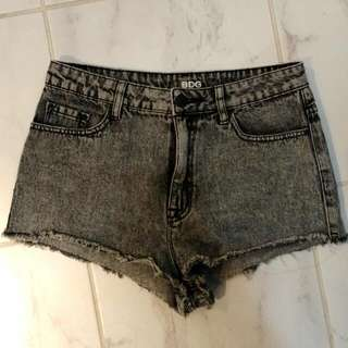 NEW Urban outfitters: ACID WASH HIGH WAISTED SHORTS