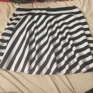 Black And White Skirt Size 16