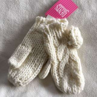 Girls Chunky Cable Knit Mittens With Flower