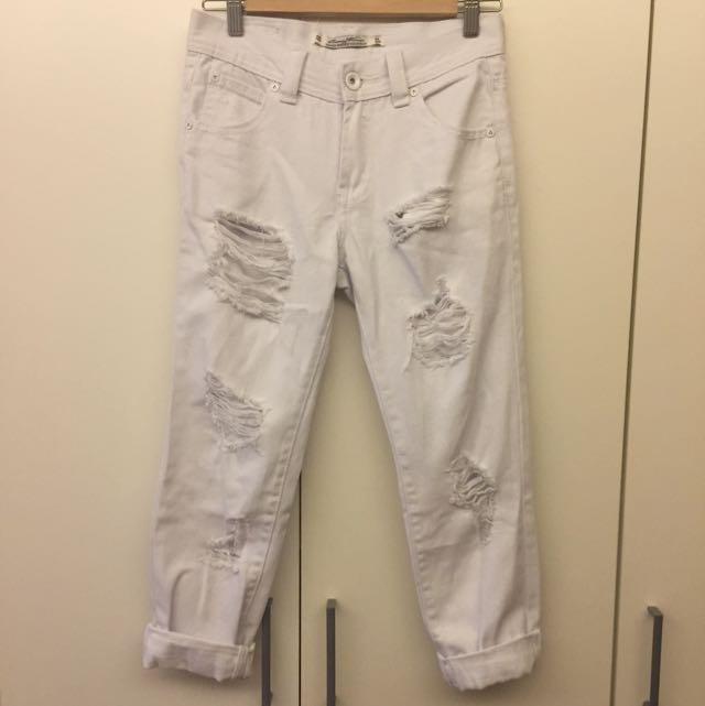 白色破損牛仔褲