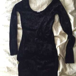 XS black Velvet Mini Dress With Sleeves