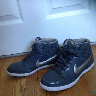Grey Nike Sneakers-Size 7