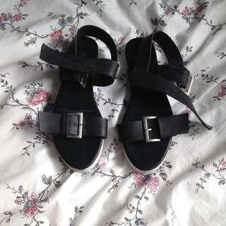 Mooloola black sandals