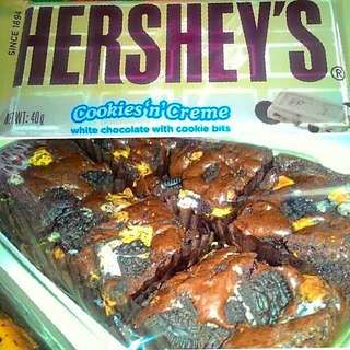 Hershey's cookies & Cream bars (6pcs per box)