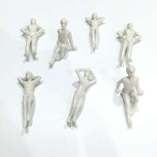 6x White Swimming Human Figures @ 1:50 Scale