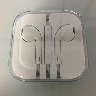 NEW Apple Genuine headphones