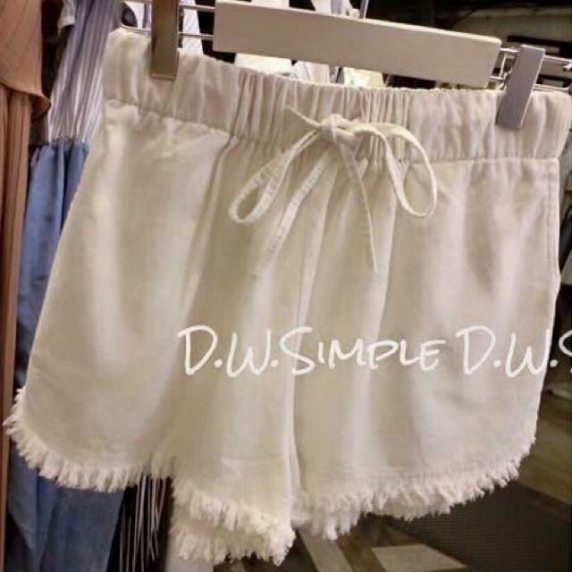 不透光 硬版 鬚鬚邊 白短褲。轉賣