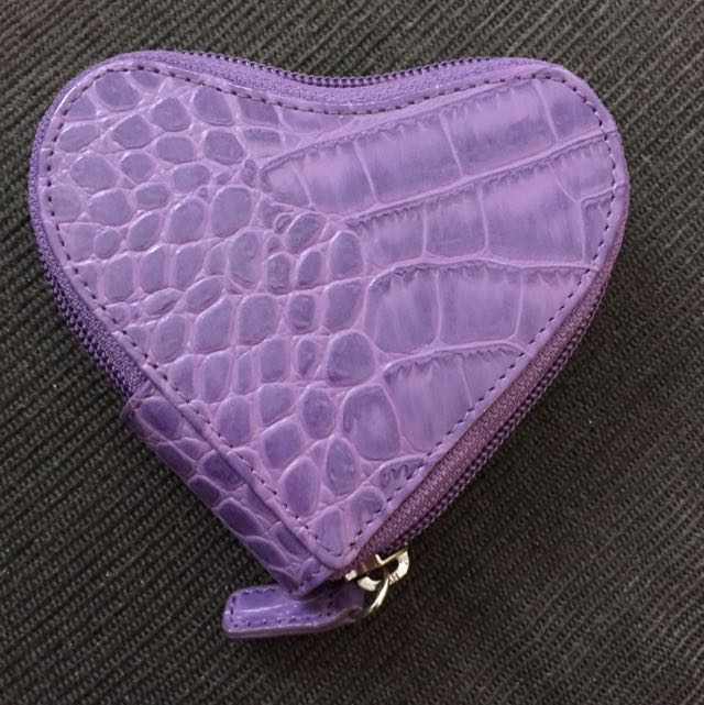 **RESERVED** GENUINE LEATHER HEART CHANGE PURSE