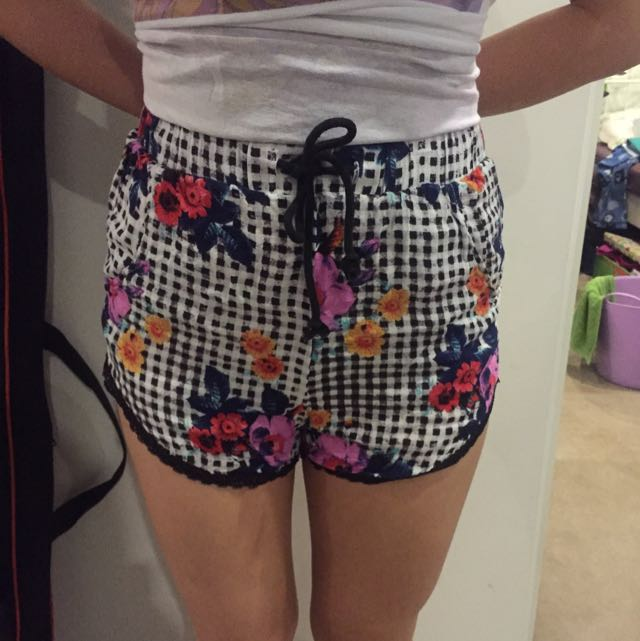 Floral Checkered Shorts (MINKPINK)