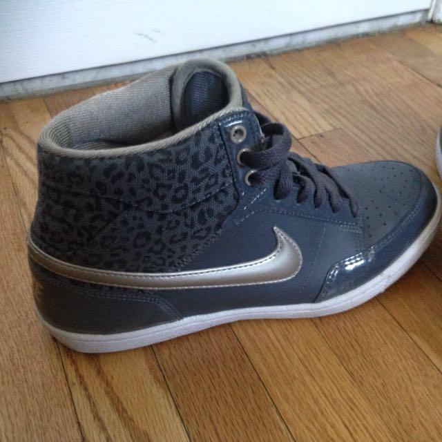 Grey Nike Sneakers-Size 7