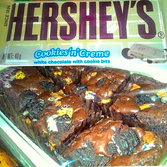 Hershey's cookies & Cream bars (6pcs per box)