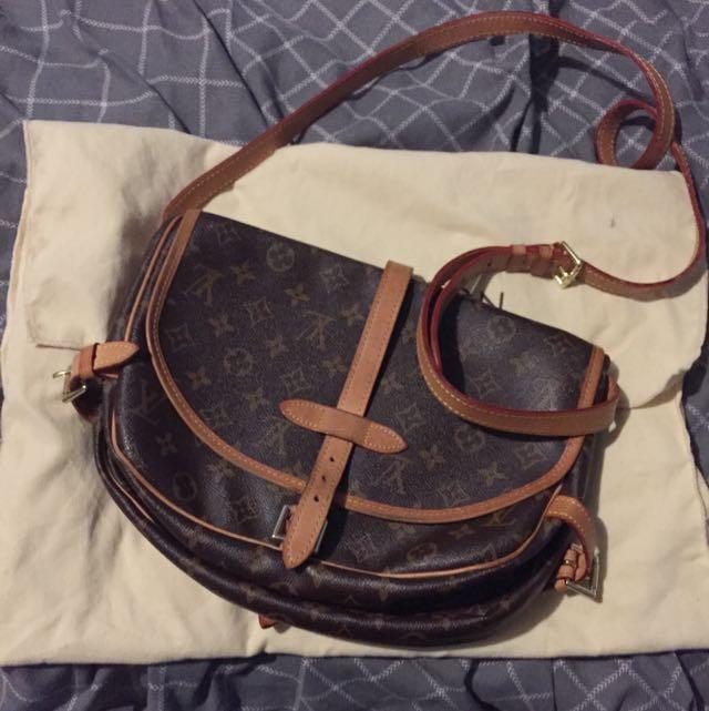 LV side bag - Very High Replica