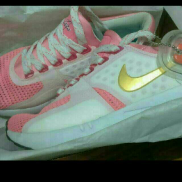 Nike 女鞋 便宜賣 買太小 好心人事趕快買走 22.5cm