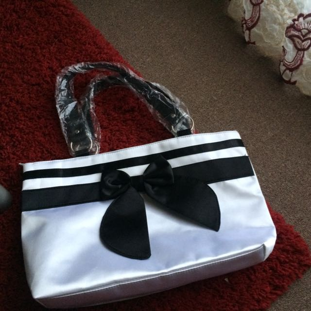 Pretty Black And White Bow Bag