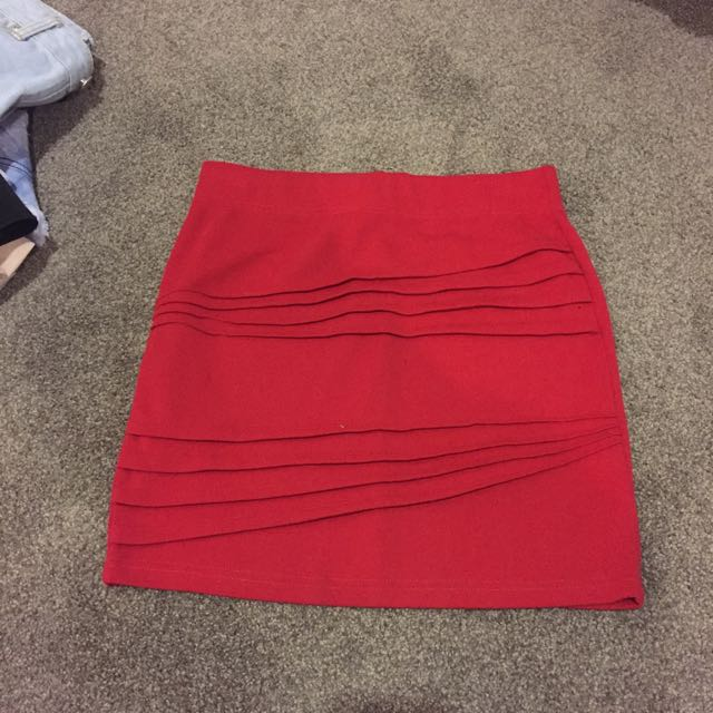 Red skirt size m
