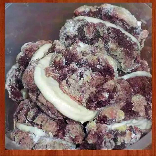 Red velvet crinkles with cream cheese