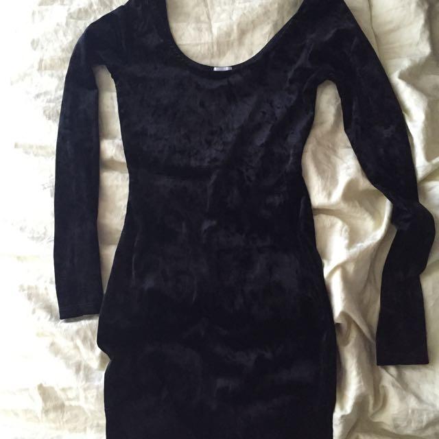 XS black Velvet Mini Dress With Sleeves