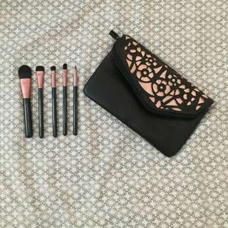 QUO Makeup Bag And Brushes