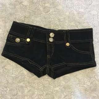 黑色絨布金扣短褲 低腰