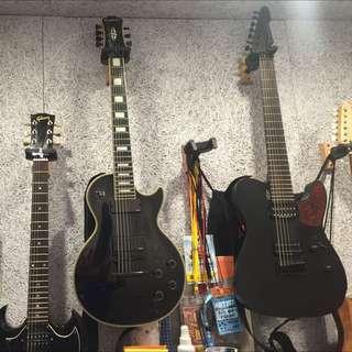 七弦電吉他兩把